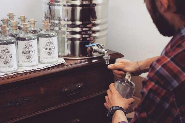 Abfüllung Treetrunk Gin